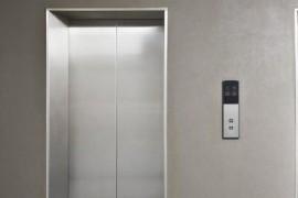 为什么电梯里要安装镜子?
